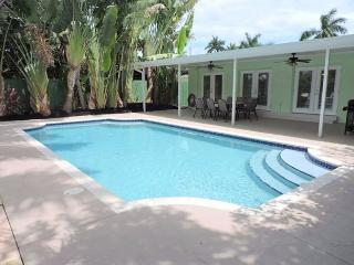 SPACIOUS & ALL NEW 5/3 FOR 12 GUESTS TROPICAL HEATED POOL, NEAR BEACH & GOLF