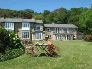 Woodcliffe Holiday Apartment - sea views & garden