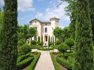 Château de Paupaille,parc piscine avec salon d été, Salon-de-Provence