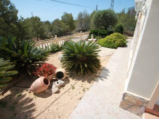 Flandes - traditionally furnished detached villa with peaceful surroundings in, Benissa