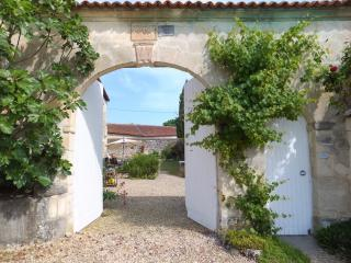 L'Abeille Gite, Charente - 2 bedroom cottage, Hiersac