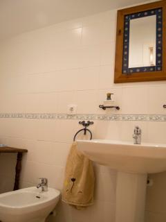 Cuarto de baño completo de la habitación de matrimonio. 2ª planta