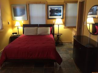 PET friendly Cozy Cottage in the Kootenay Rockies, Nelson