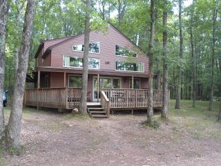 Lakefront Home in Poconos - 3 bathrooms / 5 beds, White Haven