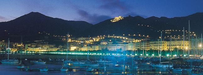 Salerno: Panorama på natten.