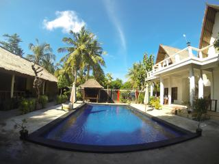 Indigenous Double Bed. Pool & free wi-fi, Gili Trawangan