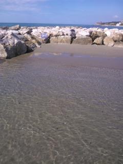 La spiaggetta dei frangiflutti