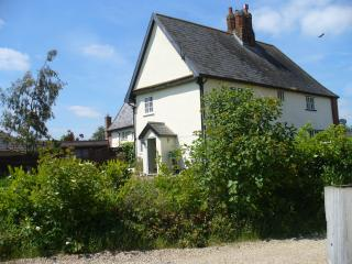 16th c Grade 2 listed village house in tranquil setting. 3 bedrooms, sleeps 4