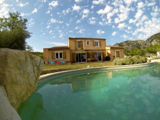 Villa à louer au pied du Luberon