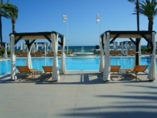Sea Views 2 min to beach  Luxury penthouse 4 D/B s with air con & French windows, Marbella