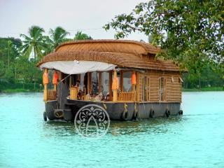 Ayana's - Luxury honeymoon houseboat in Kerala.