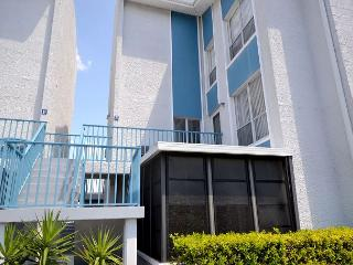 Madeira Beach Yacht Club 169 E - Townhouse with 3 Flat Screen TVs & WiFi