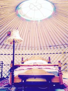 Transparent roof cap in Yurt Bronwyn