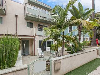 3BR/3BA Mission Beach Home with Bay Views, Dog-Friendly