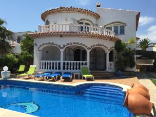 LARGE VILLA, PRIVATE POOL & HOT TUB IN MIAMI PLAYA, Miami Platja