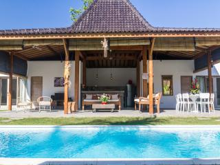 Oberoi Luxuous 4 BR Villa at Kudeta beach