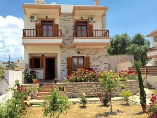 Villa Antigone Stonehouse, Pitsidia