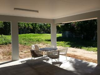 Family Home on the Great Barrier Reef, Kewarra Beach
