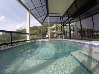 Casa Cristal: EIGHT BEDROOM POOL MANSION