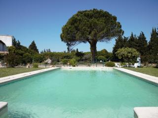 Villa confortable avec grande piscine, Arles