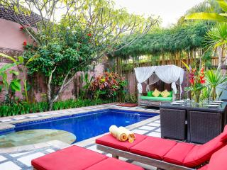 Great 3 Bd Villa w/ private pool Oberoi seminyak
