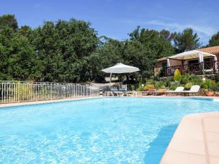 20' Aix en Provence/Cassis, Villa luxe, large heated pool jacuzzi garden 6300 m2