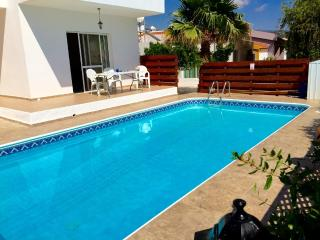 Fabulous villa with pool, 5min walk from village, Peyia