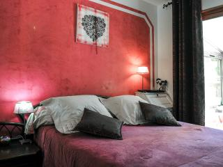 Villa Victoria bed and breakfast, heated pool, Greasque