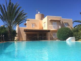 Casa con gran piscina a 2km de ibiza, Ibiza