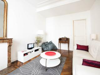 Large apt / Canal Saint Martin / 2-6 people