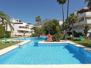 Spacious apartment in Nagúeles, Golden Mile, Marbella