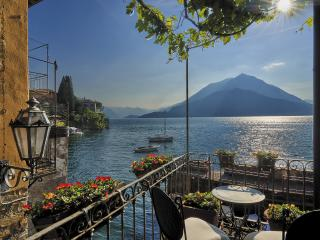 Casa Pergola center of Varenna on lake shore