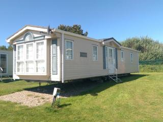 Luxury Static Caravan next to beach, Lowestoft