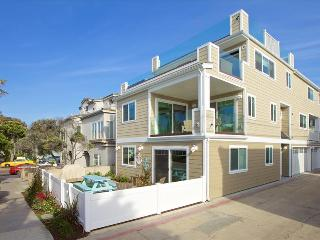#3565 - Brand-new luxurious, 100 feet to the ocean, huge roof deck, San Diego