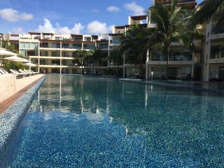The Elements, Ocean Front Condo with Beach Club, Playa del Carmen