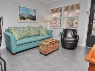 Harbor House N25 has comfortable seating and an open floor plan for 4 guests