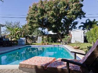 Charming Private Guest House-Minutes to the beach