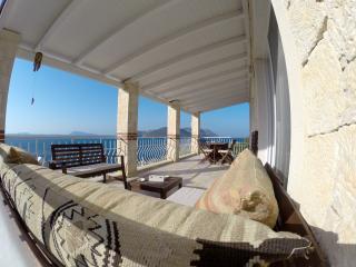 Villa Leucosia, private pool, direct access to sea