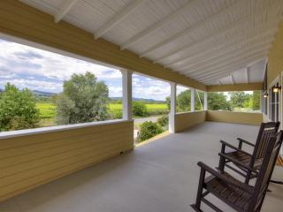4BR/3BA Healdsburg Home with Gardens and Views
