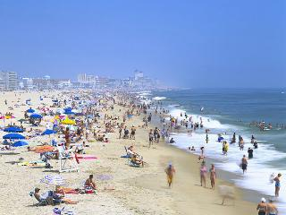 Breathtaking Oceanside 3Br 2B Condo, Sleeps 7-9, Free Parking, WIFI, Pool, Ocean City