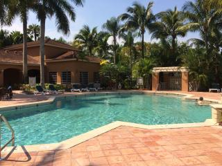Naples, Florida - 2 Bedroom/2 bath Condo for Rent
