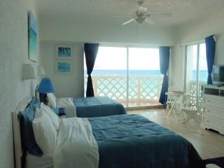 BEACH FRONT Cancun corner unit