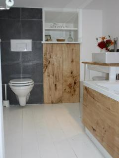 Jack and jill bathroom, shared by bedroom 3 and 4 only