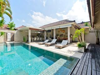 Sukapadi 2 Bedroom Villa, Eat St-Central Seminyak