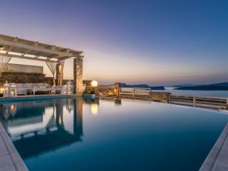 Michaela, 5 bedroom luxury villa with private pool, Akrotiri