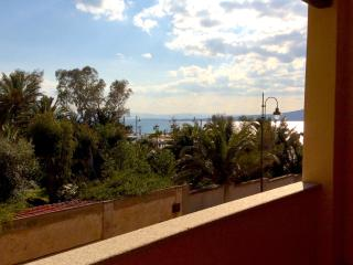 "3-room apartment ""Villa Piro"", 100 m from beach"