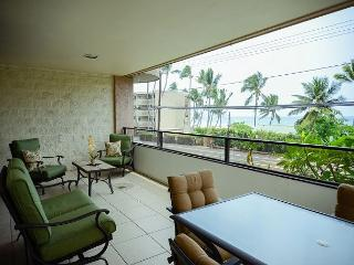 Spacious two Bedroom, two Bath Ocean View condo, close to town