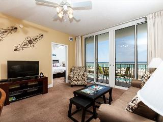 WE 210: UPDATED beachfront condo,WiFi,balcony,pool,FREE beach chairs,