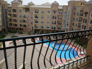 Beautiful 2 BR Apt Pool View, Dubai