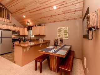 Newly Remodeled near the Lake! Slps 10|WiFi|3BR+Loft|Specials!!, Ronald